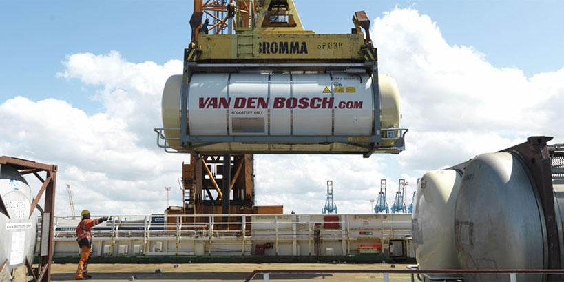 Van den Bosch verbetert transport  visibility met cloud integratie oplossing